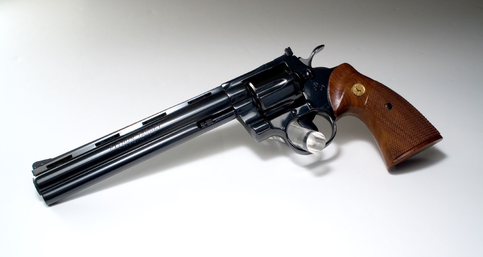 colt personals 7) colt m1911 norwegian: colt s/n c18501 to c18850 and norway s/n 1 to 5000 = june 1915 to ww ii (400 colt 1911's 45 caliber purchased and issued to norwegian navy may 1917, 300 colt 1911 45acp pistols purchased in 1915.