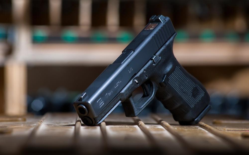 glock-17-pistolet-oruzhie.thumb.jpg.298465e456a4602d7c1704a5b0651930.jpg