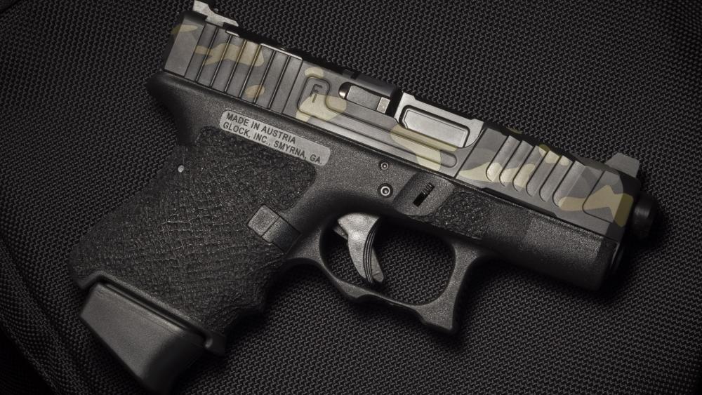 pistolet-fon-samozariadnyi-glock.jpg