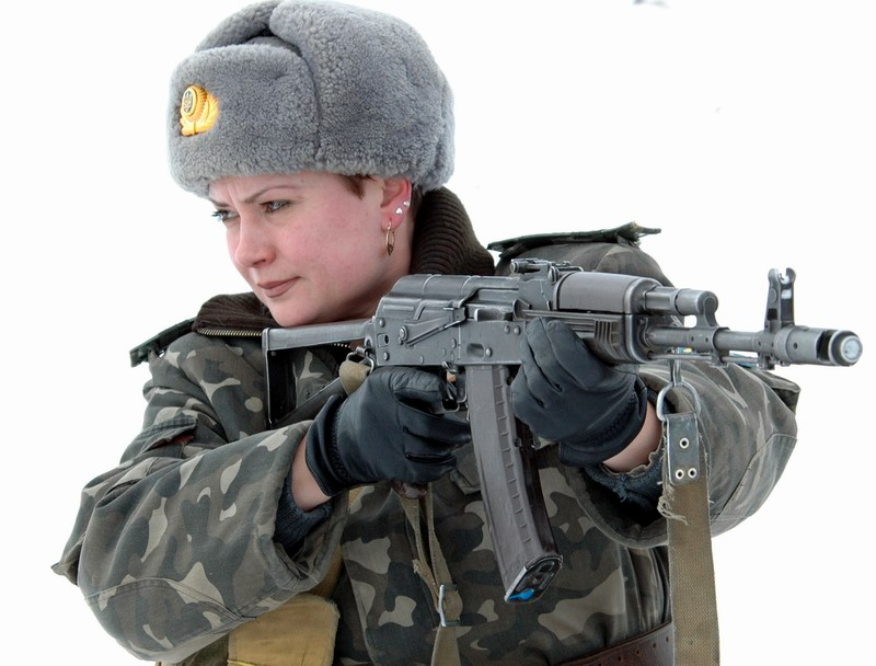 woman-with-ak-74.jpg.268856612fd82f2a29bfc7b5fefaf651.jpg
