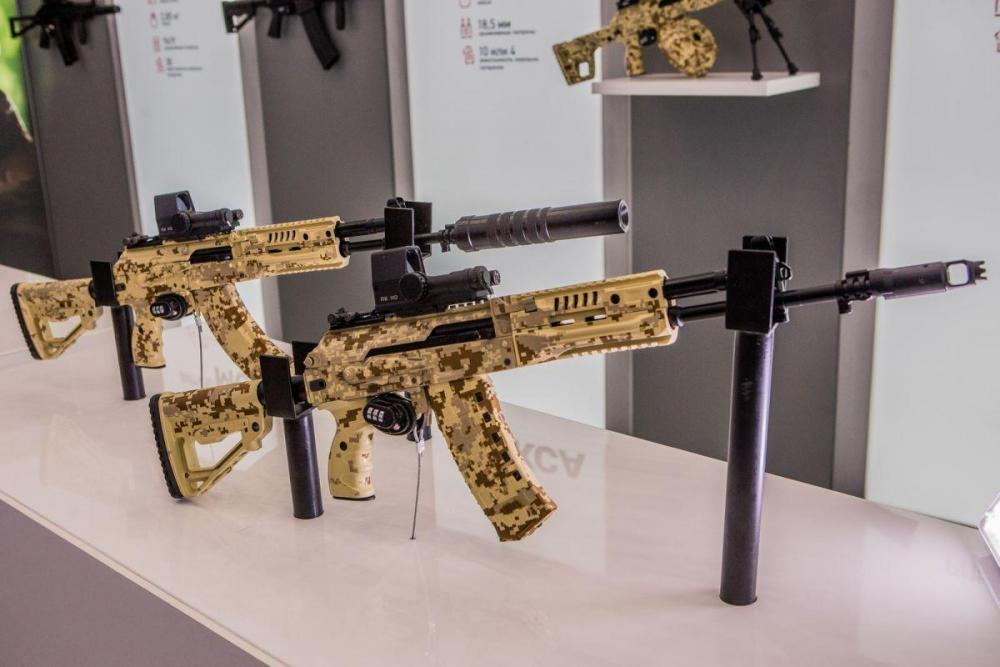 Kalaschnikow-Sturmgewehr-ak-12-und-ak-15.thumb.jpg.1e8409f0d69b11335330206010d66913.jpg